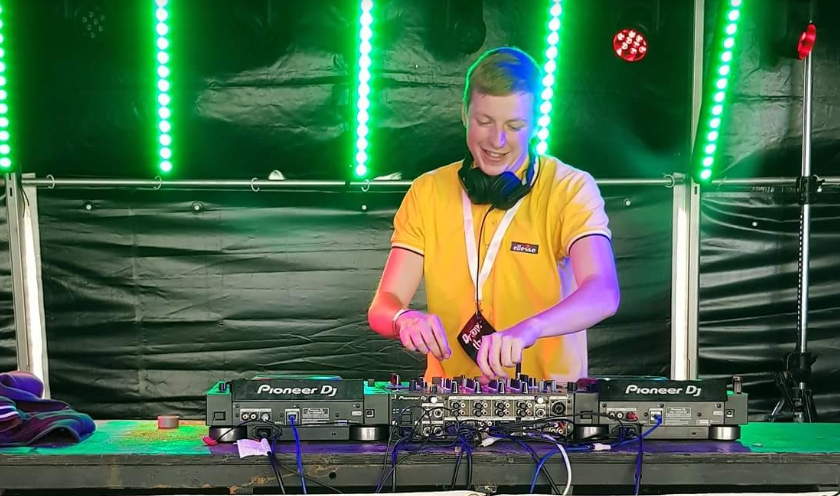 DJ Matty Robbo performing DJ set