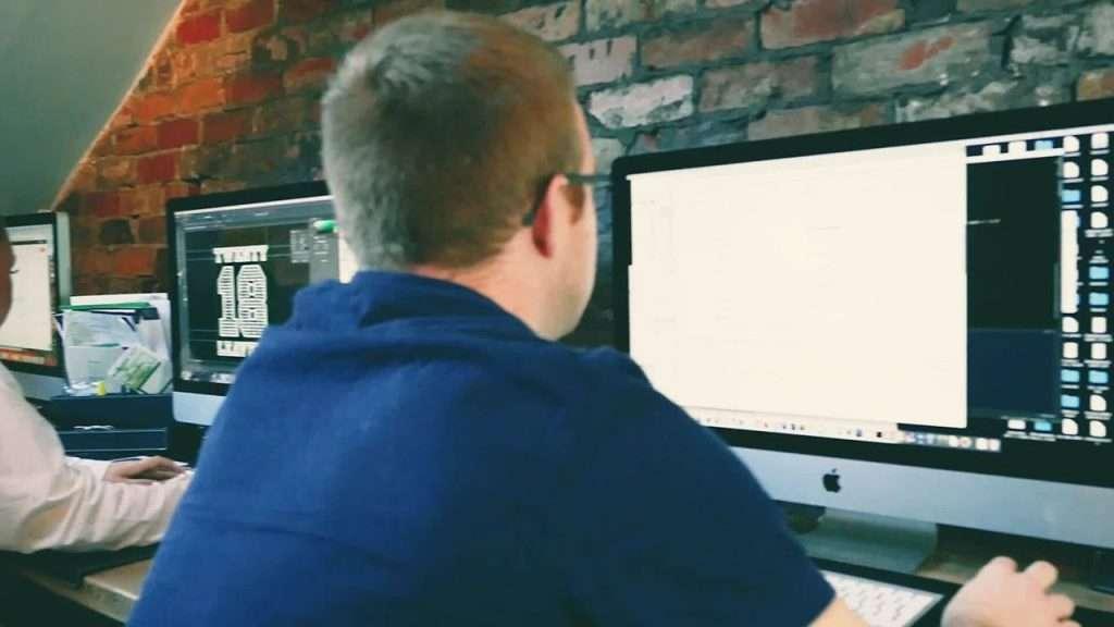 Red-fern employee on a Mac